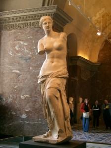 Venus de Milo in the Musee de Louvre1 225x300 Louvre Müzesi   FRANSA Paris