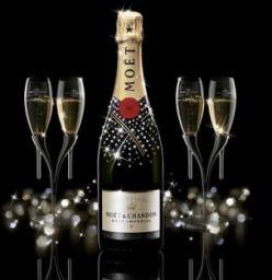 Bir şampanya Yazısı Iki Milyon Baloncuk çocukla Geziyorum
