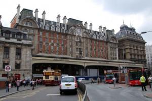 outside-london-victoria-station[1]