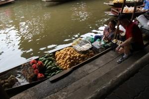 IMG 2945 300x199 BANGKOK – 5.gün Kanal Turu, Yüzen Çarşı