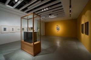 sergi 2 20142210023243530 300x199 20. Yüzyılın En Önemli Sanatçılarından Marcel Broodthaersın Sergisi Akbank Sanatta!
