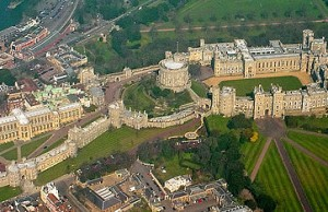 500px-Windsor_Castle_from_the_Air_wideangle